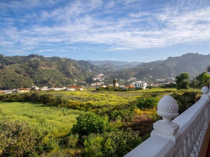 Casa Rosalía. Apartamento con vistas a la montaña.