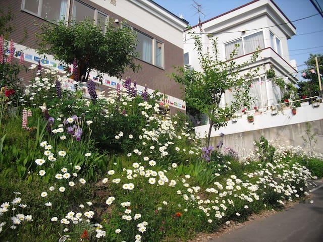 Nishioka NOUVELLE MAISON pour Paix & Amitie 14, 西岡