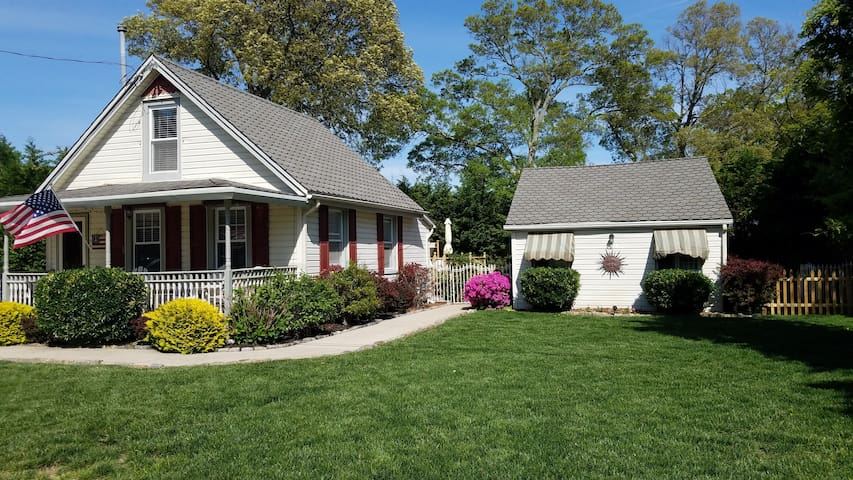 Cute Cape May Guest House with Inground Pool