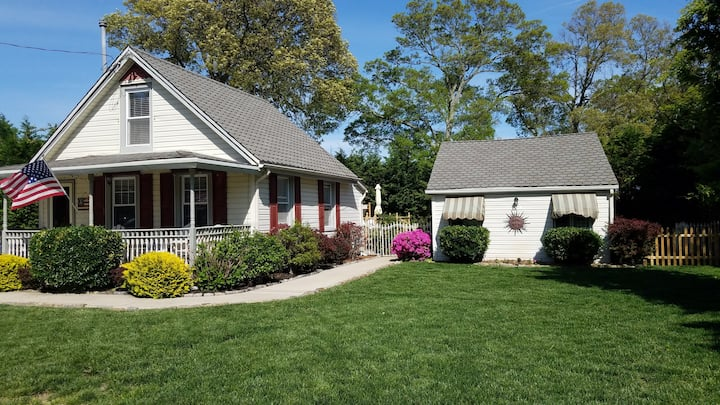 Cute Cape May Guest House with In ground Pool