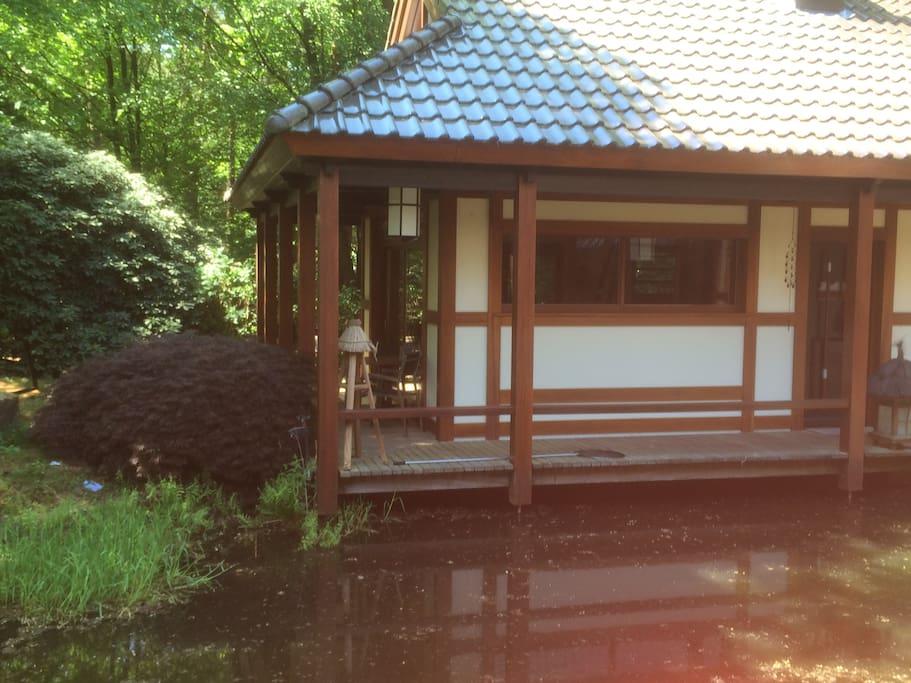 Ontspan in oosterse sferen middenin het bos houten for Klein huisje in bos te koop