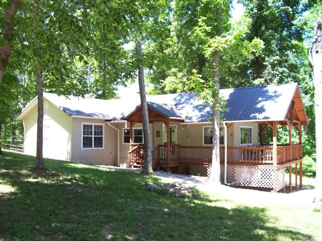 Affordable, Norfork Lake View Home-Walk to Water!