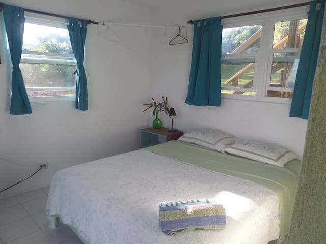 Surfer's Haven-Bedroom for 1 or 2 - Surfer's Beach Gregory Town - House