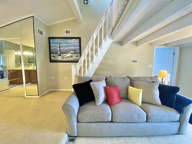Spacious Waterfront Loft | Sleeps 6-Private Beach