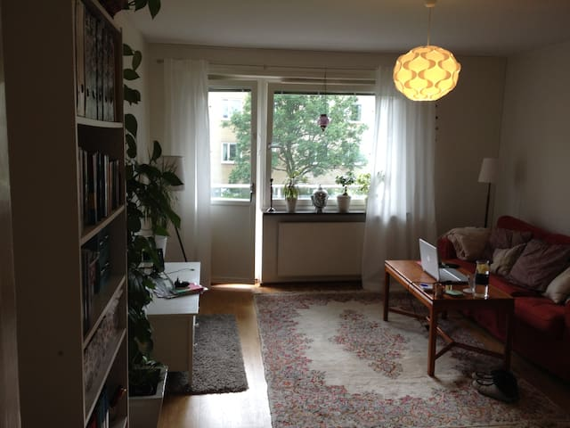 Cosy apartment in quite area, 20 min. from city - Stockholm - Apartment
