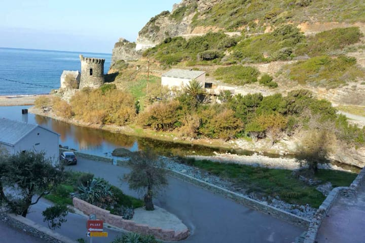 Maison dans petite marine pittoresque du Cap Corse