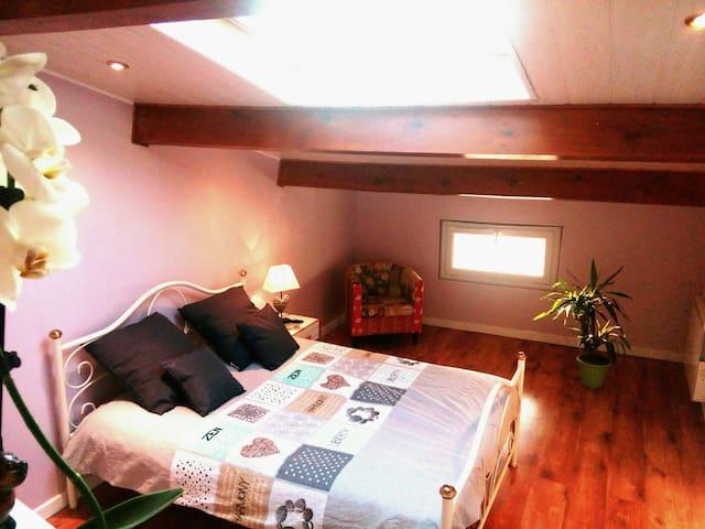 Jolie chambre avec salon privatif - Ménétrol - House
