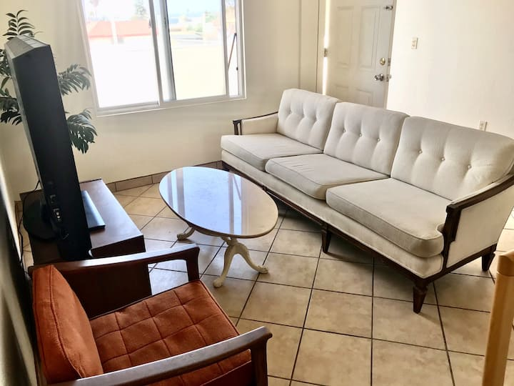 Spacious eclectic apartment 2 with Netflix