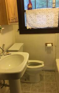 Cozy bungalow room - Baytown