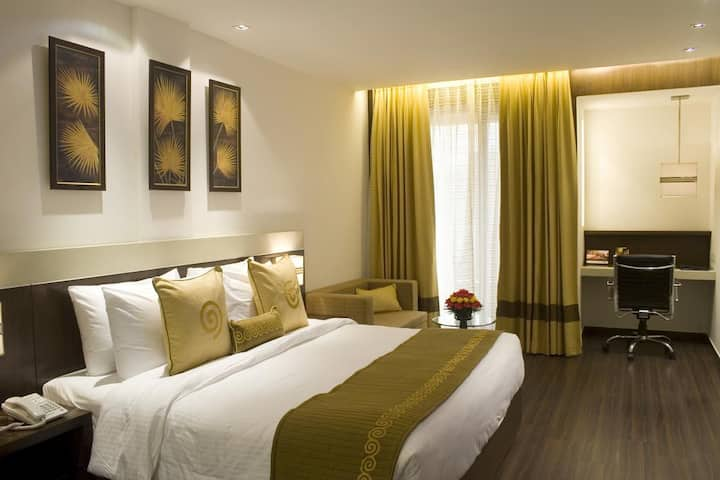 Club room in Nehru Place for 1 guest