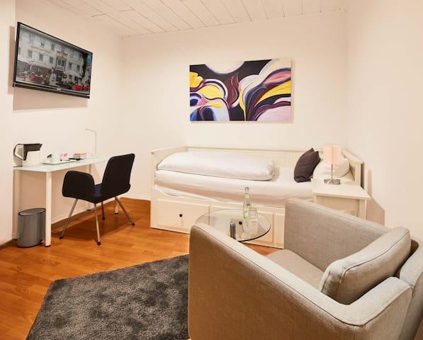 """Einzelzimmer """"Sauerland 16"""" - Attendorn - Vendégház"""