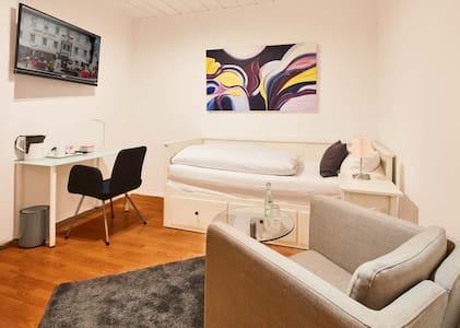 """Einzelzimmer """"Sauerland 16"""" - Attendorn - 宾馆"""