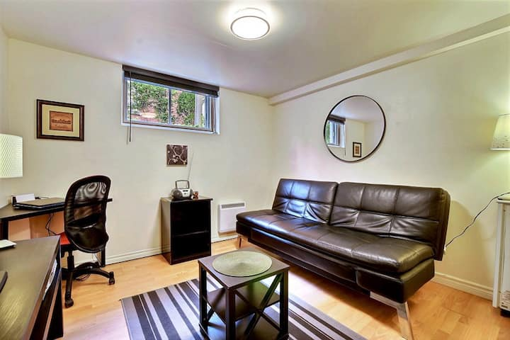 #102 Warm & Tastefully Furnished - Great Location