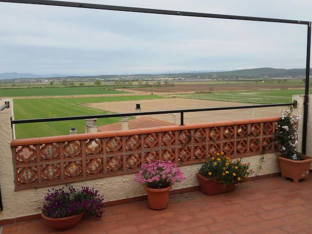 L ESCALA pueblito rural, duplex , terraza ,vistas. - Bellcaire d'Empordà - Lägenhet