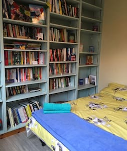 Urban Glamping - The Library (No Wifi)