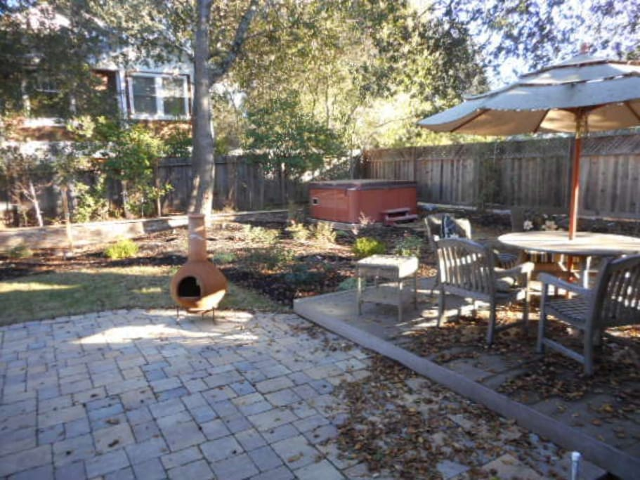 Outdoor dining, hot tub, fire pit