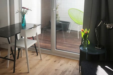 Small studio with private patio / statthaus W1