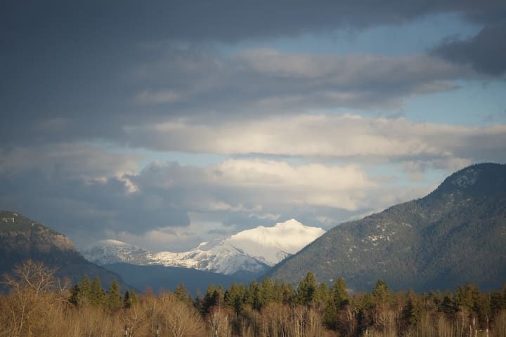 Best views in Whitefish- close to town & ski hill