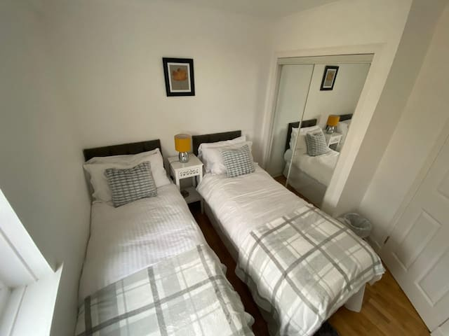 Bedroom 2 (twin room)