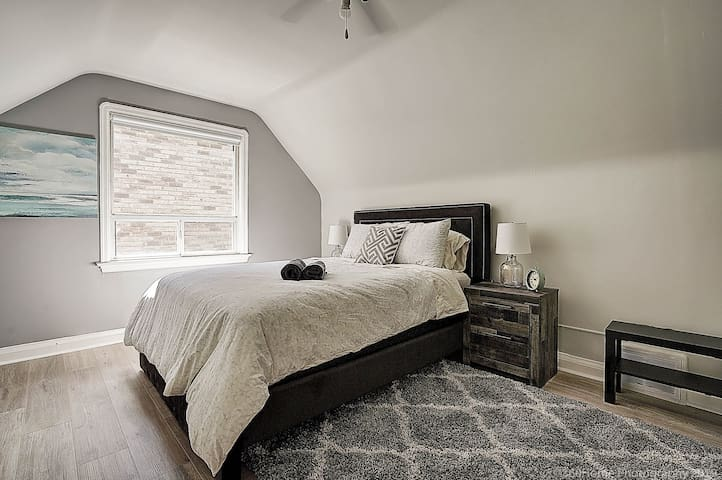 Second Bedroom with Queen Sized Bed.