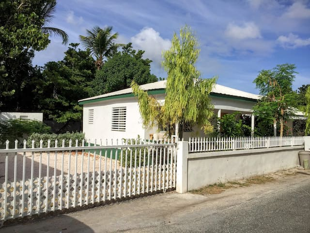 Private Cottage in Beach Village - Simpson Bay - House