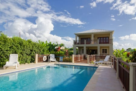 Gorgeous & Spacious Family Villa with Private Pool - Lower Carlton - Villa
