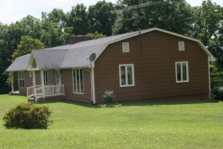 Your vacation home, almost 1,800 square feet!