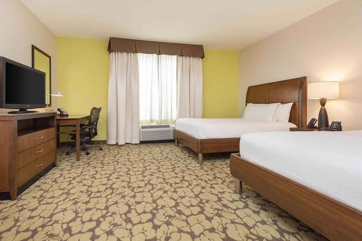 SLC Airport / 2 Queen Hotel Room + Free Parking