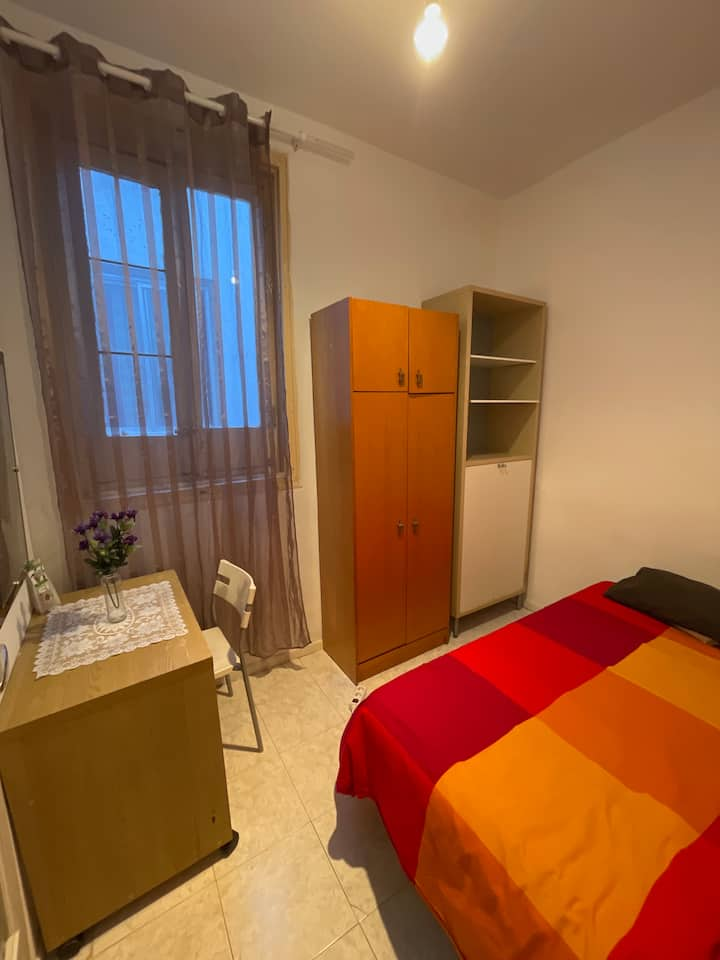 Room in the center of Madrid!