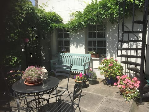 Superb S/C Garden Flat in Dalkey/Killiney Villa