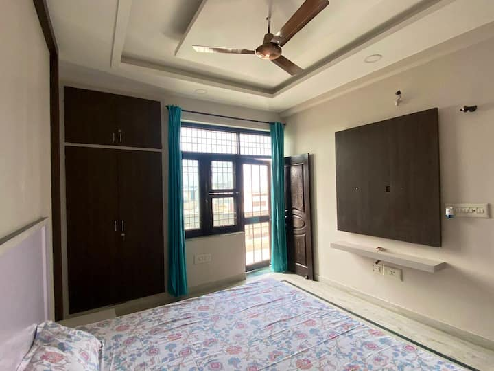 2 BHK Furnished Flat With Home Like Facilities.