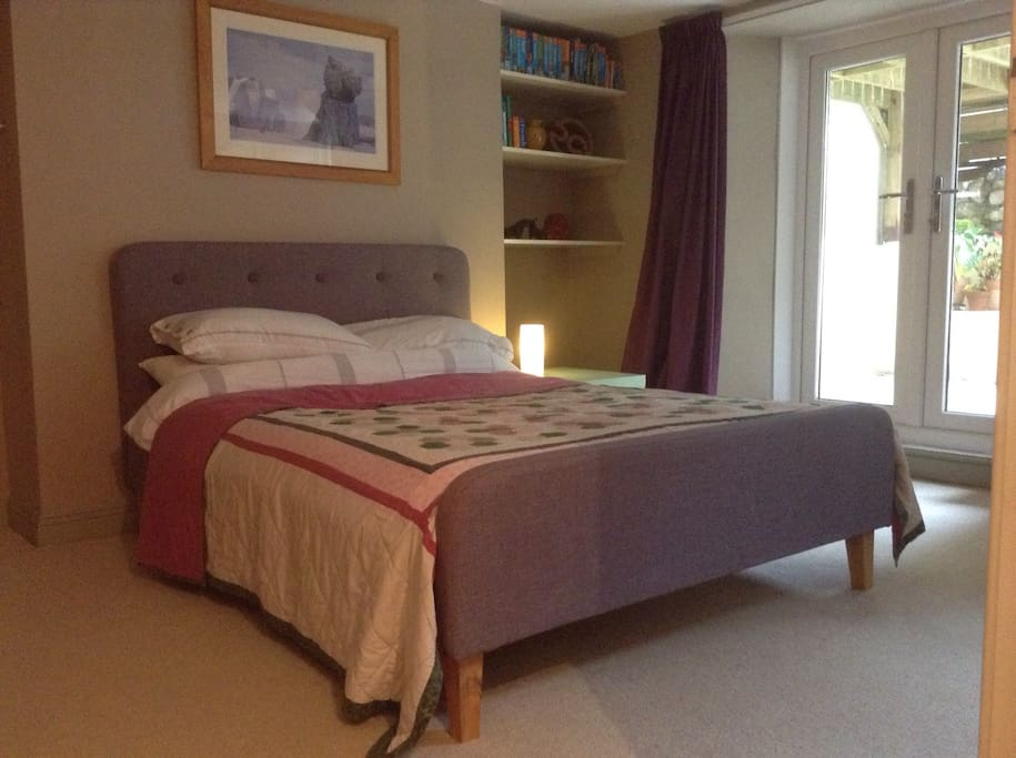 Comfortable bed, warm, spacious double room