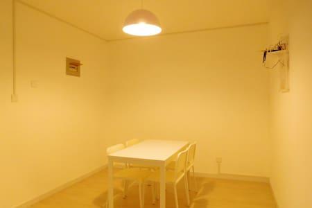 配有两间大卧室。环境优美,配套设施完善。 - 山东济宁