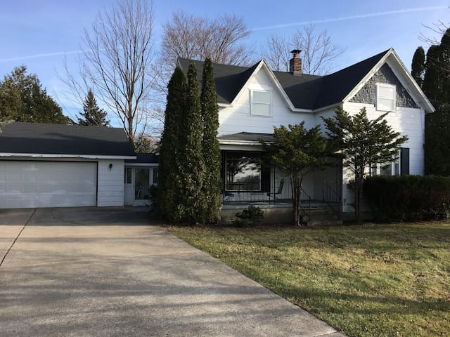 3 Bed 3 Bath / Near Downtown Charlevoix!!