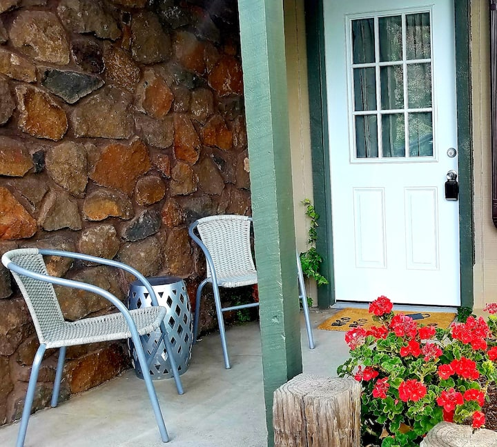 Casa de la Piedra ~ Downtown 1 Bedroom Cottage