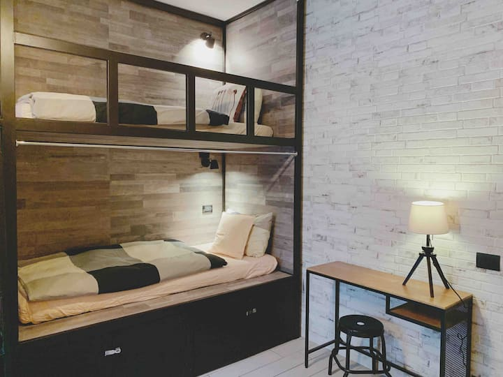 One Bed in female dormitory room beside Termini(E)