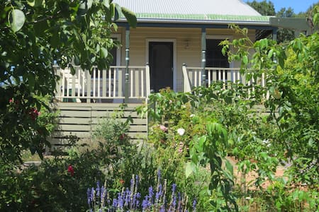 Cosy Walnut Cottage via Leongatha - Koorooman