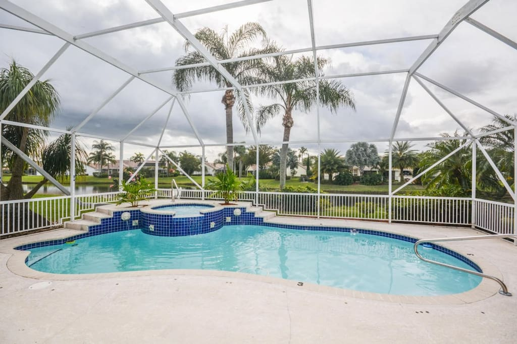 Pool in the screened-in patio