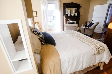 Chessie Room B and B - Huntington - Bed & Breakfast