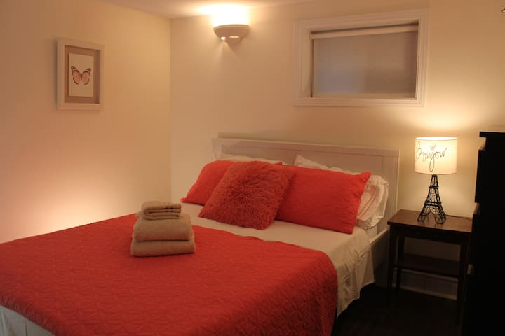 Cute private 1BR sparkling clean with many extras