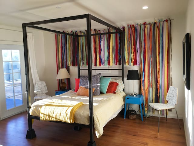 The Cheerful, Cozy, NoHouse - Los Angeles