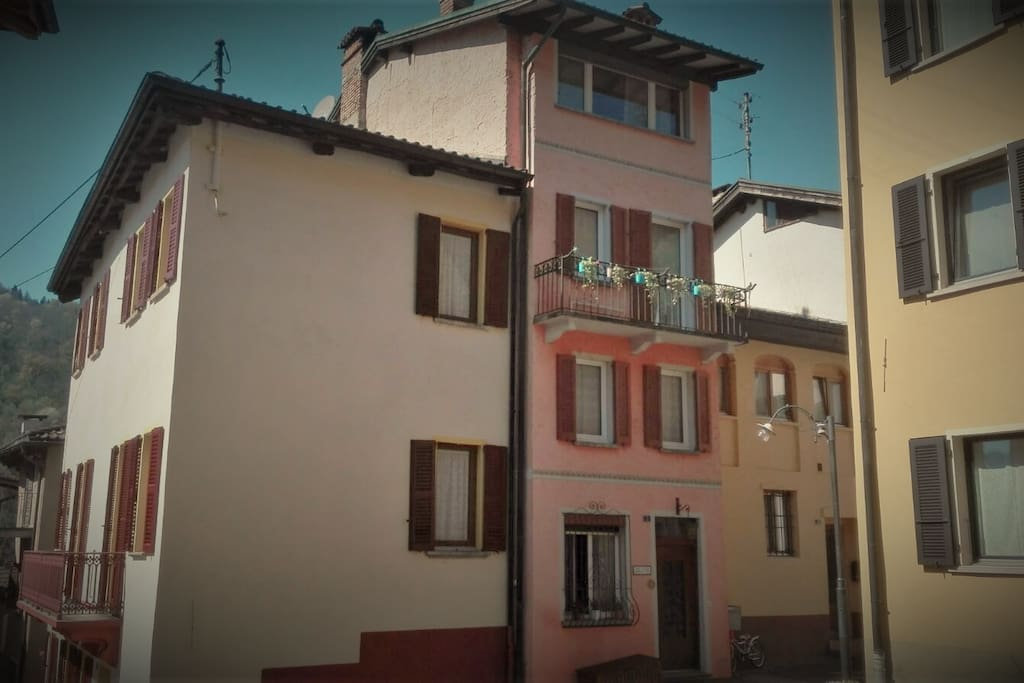 La nostra tipica casa Ticinese! / Our typical Ticinese house! / Unser typisches Tessiner Haus !