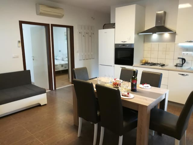 Emica Apt. near the sea (50 m from the beach) *4+1
