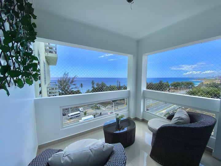 Elegant and Cozy Ocean View Condo, King Size Bed.