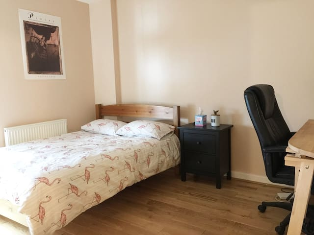 Private room with double bed in city centre