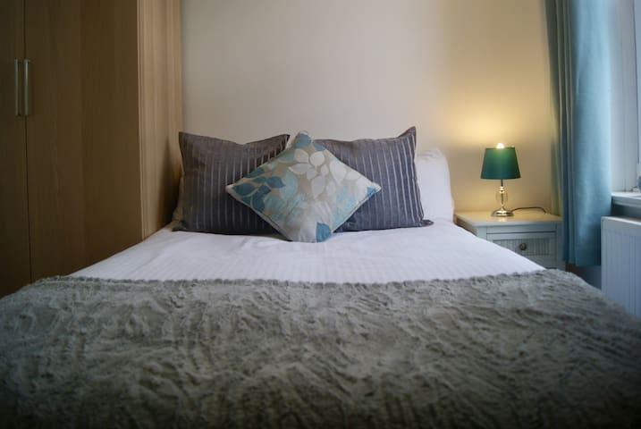 Bournemouth Centre Modern Room + Wifi inc