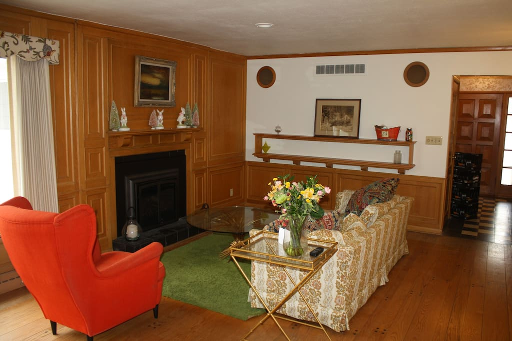 Fomal living room for more entertaining! Gas fireplace works by remote.