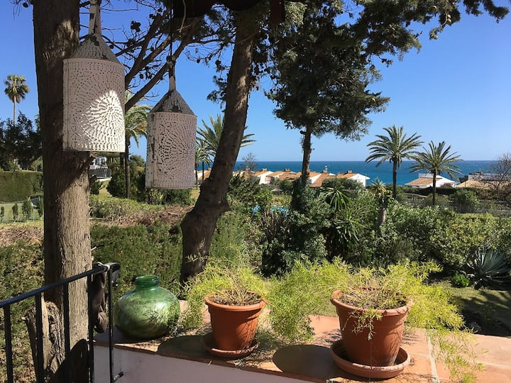 Beautiful villa in Bahia Dorada with sea views