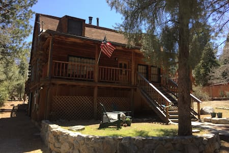 Country Log Home - The Perfect Mountain Vacation