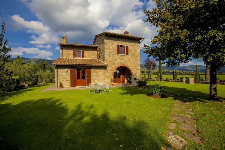 Provincial Villa in Cortona Tuscany with Swimming Pool